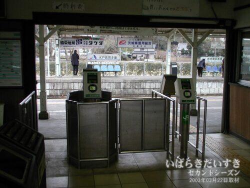 岩瀬駅 簡易Suica改札。(2003年)