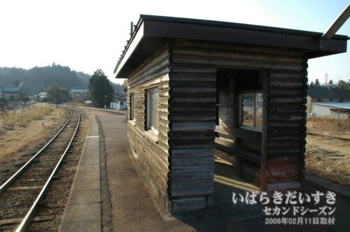 鹿島鉄道鉾田線 巴川駅 ホームと待合室