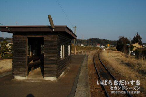 巴川駅ホーム。鉾田駅方面を眺める。
