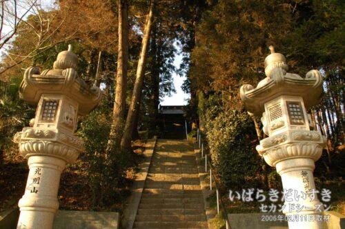 無量寿寺境内への階段。