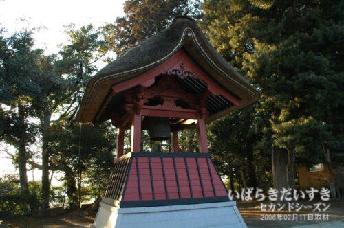 無量寿寺 鐘楼 〔県指定文化財〕。