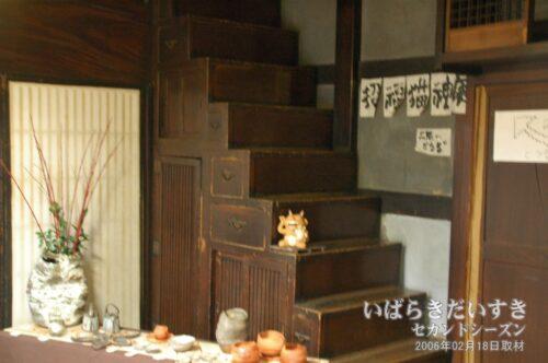 階段箪笥で2階に上がれる。(2006年02月撮影)