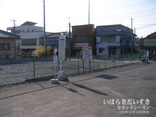 バス停は筑波鉄道の真壁駅跡地。