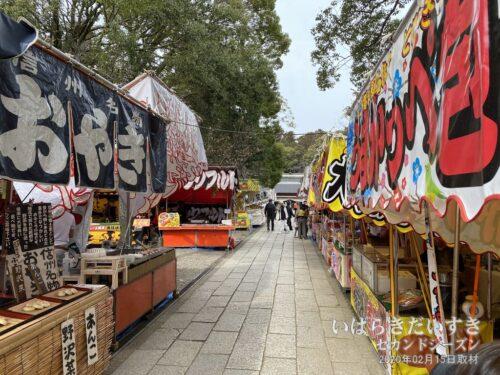 常磐神社参道の出店。(20年撮影)
