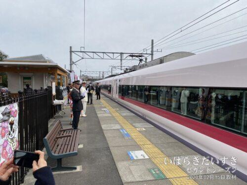 梅まつり期間中、臨時にオープンするJR偕楽園駅。初日は水戸駅長もお出迎えだっぺヨ!