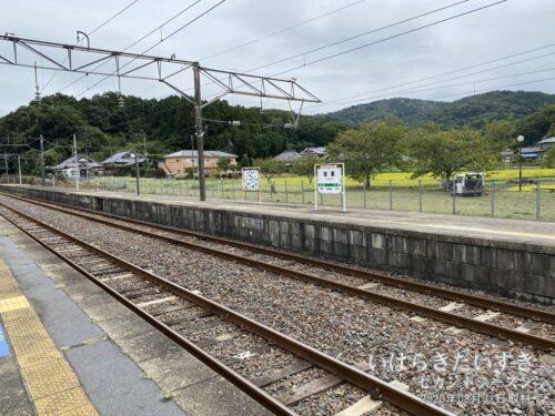 岩瀬駅/1番線ホームから友部、水戸方面を望む。