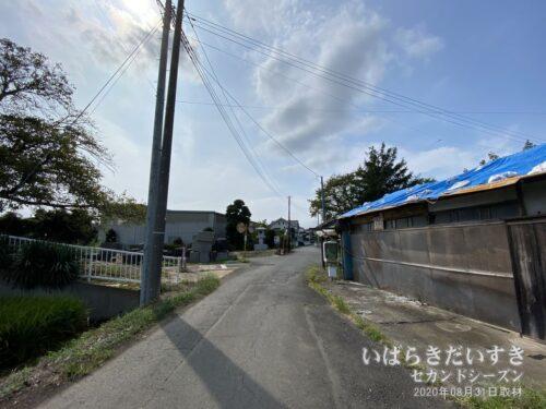 商店前のこの通りは、筑波鉄道廃線後に開通したらしい。