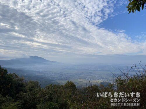 雨引山山頂から筑波山方面を望む。