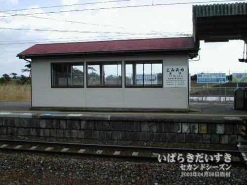 JR富岡駅ホームから太平洋方面を望む。(2003年撮影)