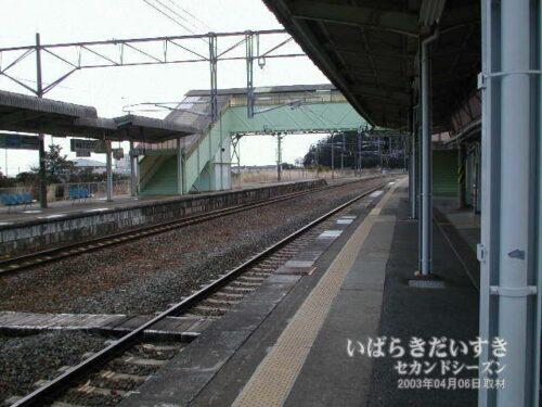 JR富岡駅の跨線橋。(2003年撮影)
