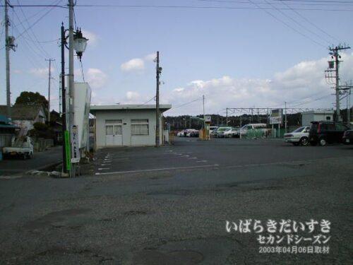 常磐線 JR富岡駅 駅前駐車場(2003年撮影)
