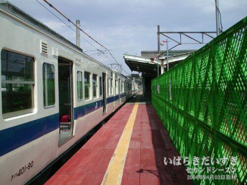 十王駅に入線した常磐線/白電。