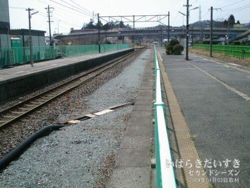 十王駅 駅ホーム及び線路改修工事。