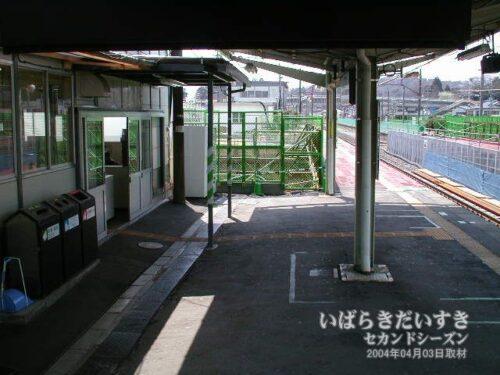 十王駅 改札前ホーム。