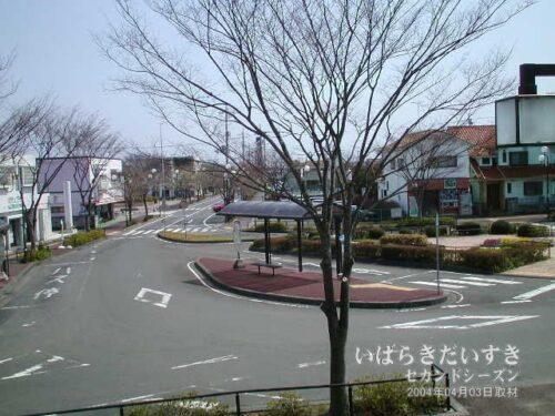 十王駅 駅前ロータリー。