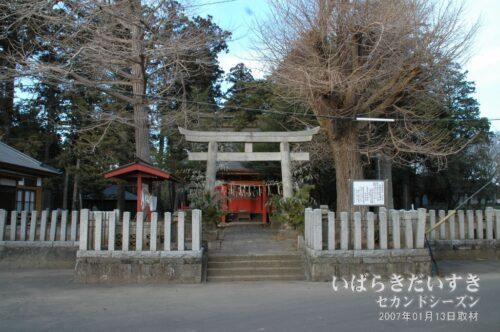 化蘇沼稲荷神社 鳥居と拝殿。