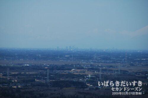 天気が良ければ、筑波山から新宿副都心が見えます。