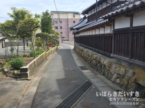 野口雨情生家の、この横道まで津波が来たとか。