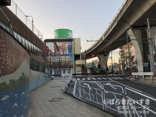 半地下トンネルを抜けて土浦市街地側に出ると、そこはモール505でした。