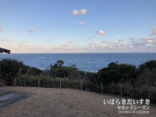 観濤所から見える、磯前の海。