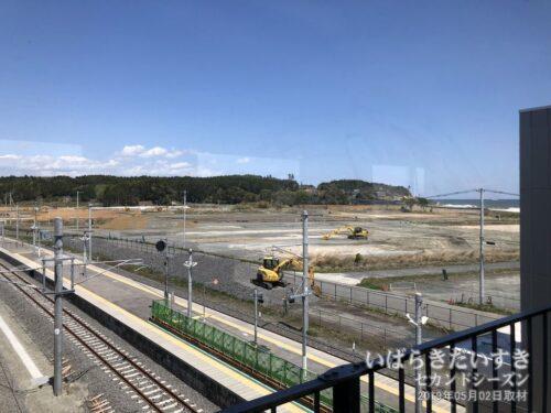 JR富岡駅跨線橋から左方面を望む。