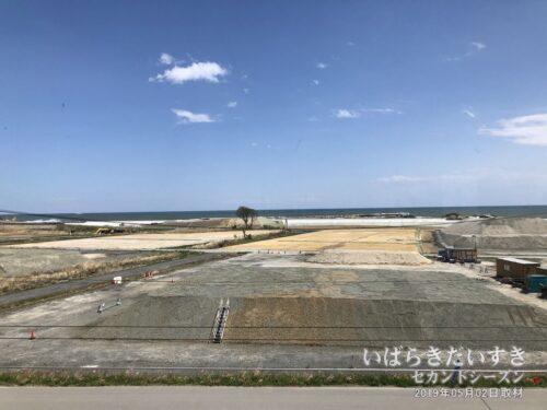 JR富岡駅 跨線橋から太平洋を望む。