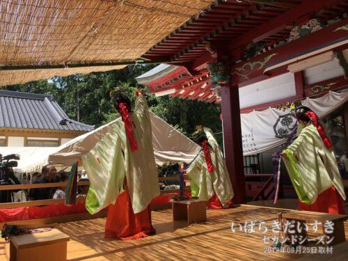 化蘇沼稲荷神社 大祭 / 巫女の舞。