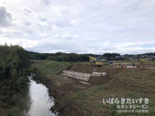 飯富中学校、飯富小学校近くの、藤井川の決壊。