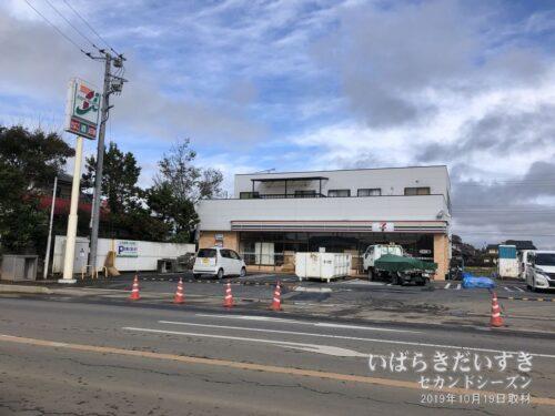 セブンイレブン藤井町店(藤井駅跡)の水没被害。
