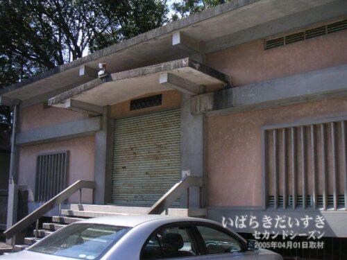 山車4基は現在、神峰神社の収蔵庫に保管しています。