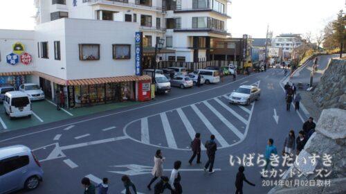 筑波山神社参道前の道が改修されました。
