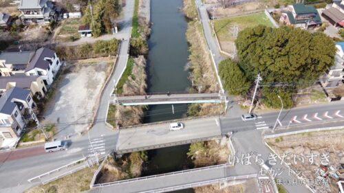芝川に架かる八丁橋(赤山街道)。この位置に「八丁堤」があった。※写真は上が北