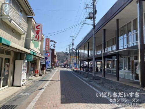 自転車で常陸大子駅前を走ります。